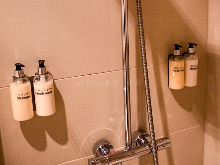 エミレーツ 成田 ラウンジ シャワー Emirates Narita lounge shower
