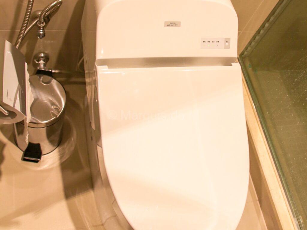 エミレーツ 成田 ラウンジ シャワー Emirates Narita lounge toilet