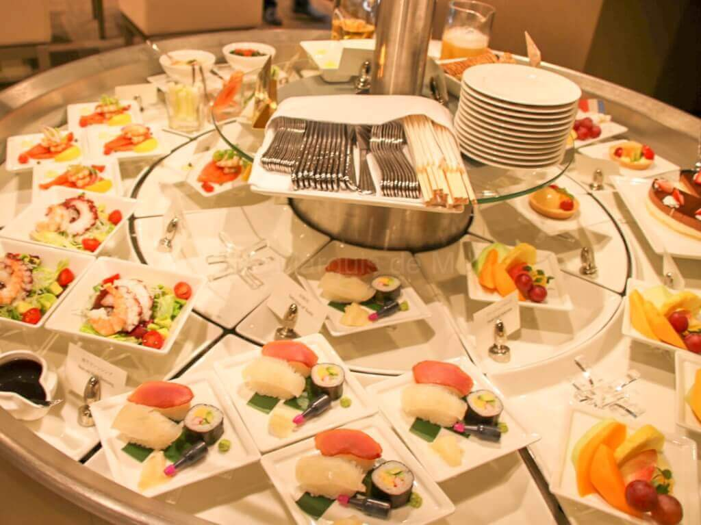 エミレーツ 成田 ラウンジ 食事 Emirates Narita lounge dinner meal 寿司 sushi