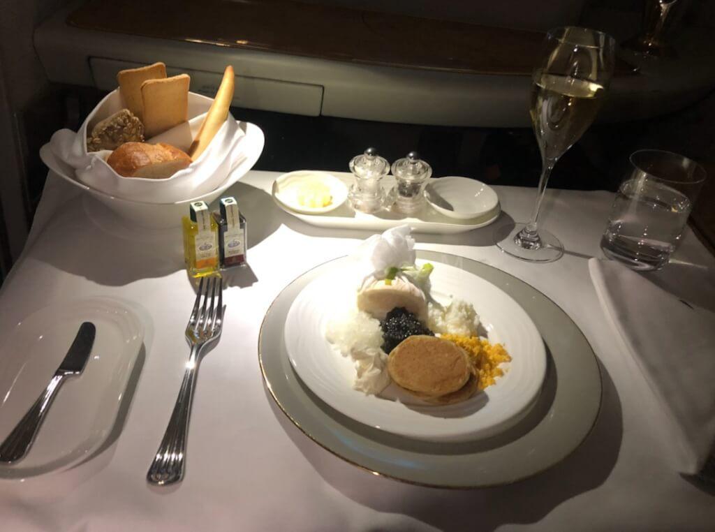 エミレーツファーストクラス キャビア 食事 成田 ドバイ NRT-DXB A380