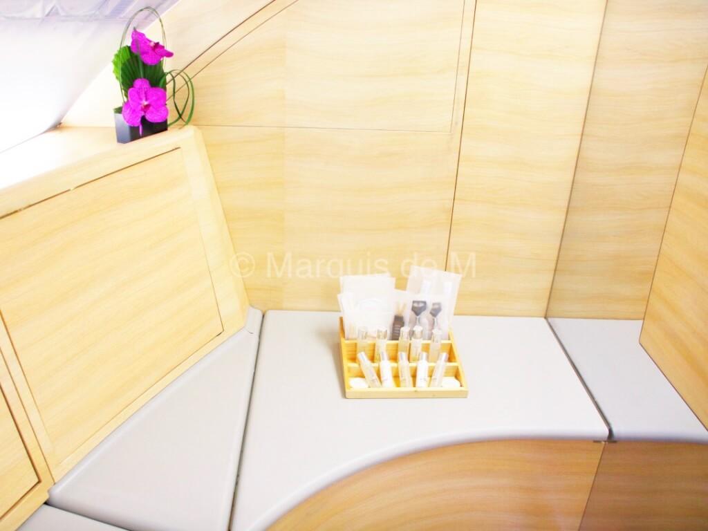 A380 showers シャワールーム エミレーツ ファーストクラス アメニティ
