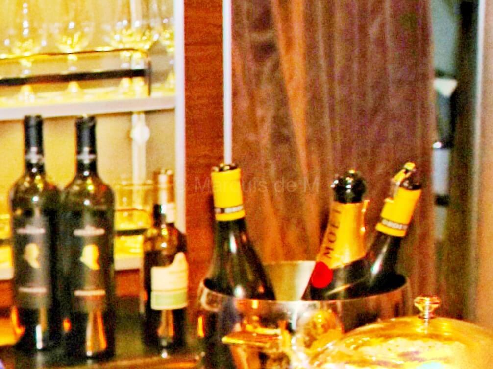 シャンパン ワイン エミレーツ A380 バーカウンター バーラウンジ