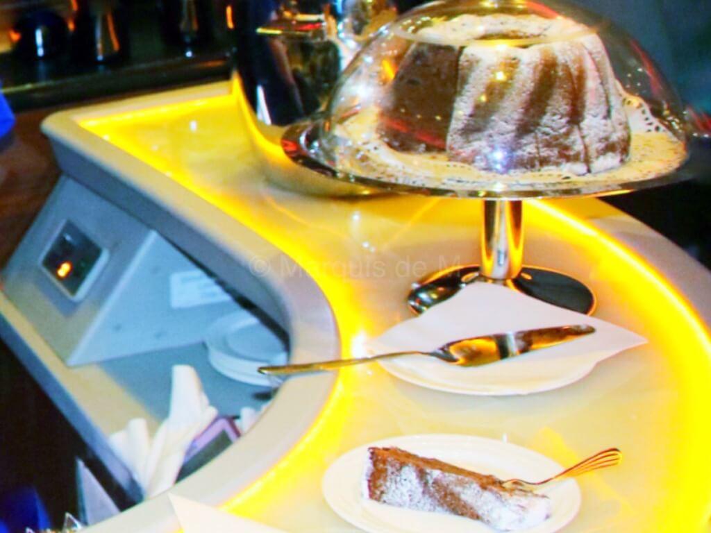 エミレーツ A380 バーカウンター バーラウンジ 食べ物 おつまみ デザート